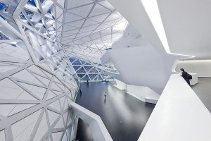 Zaha Hadid vodeći arhitekta sveta i njeni projekti Guangzhou-Opera-ZHA-5850-300x200