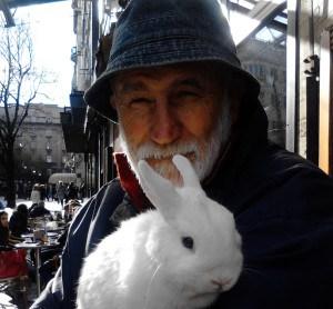 Beli zec i njegov vlasnik