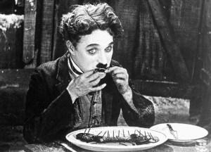 Zlatna groznica, Čaplin jede cipelu, 1925.