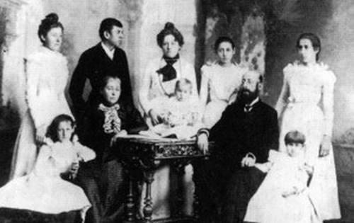 Nadežda Petrović sa porodicom