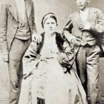 Vojislav Ilić sa majkom i bratom