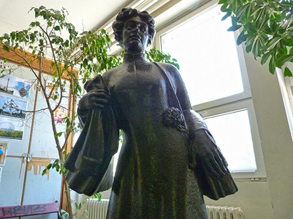 Nadezda Petrovic, Spomenik