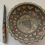Sopoćani, viljuška, nož i tanjir od majolike, 13. vek