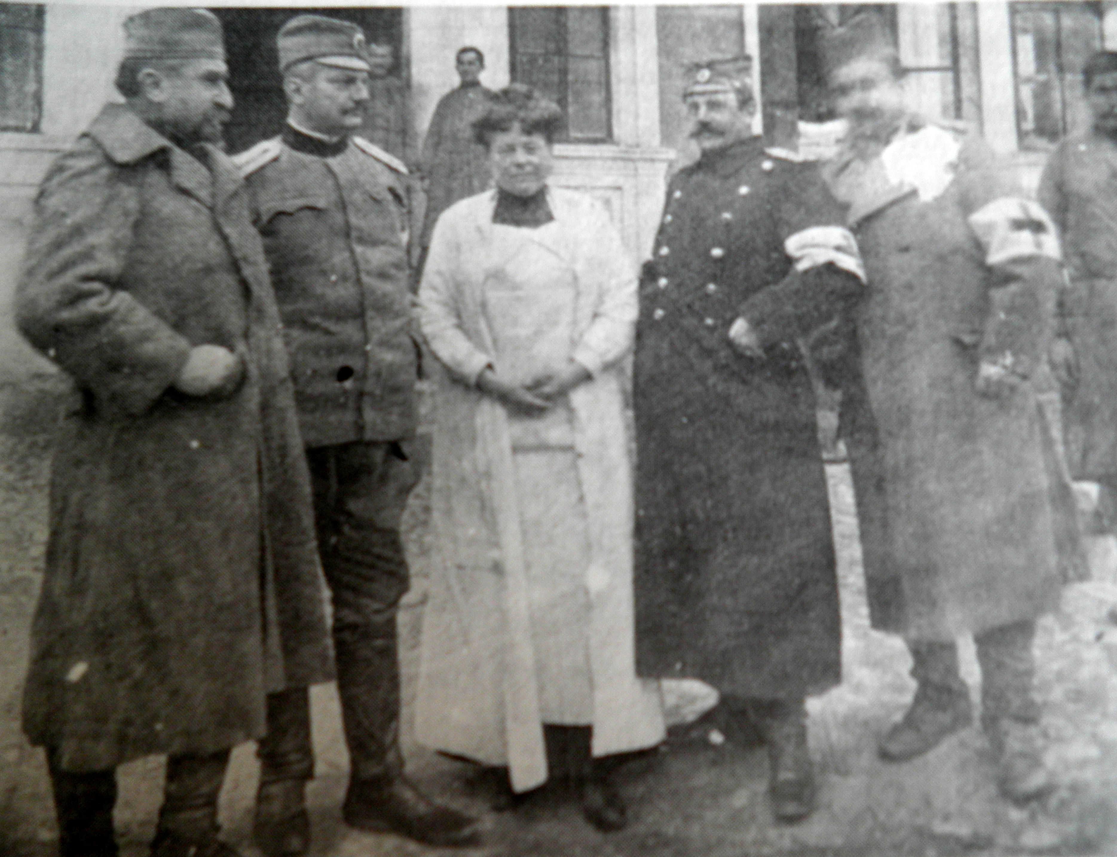 Nadežda Petrović sa osobljem Valjevske bolnice