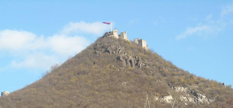 Ostaci tvrđave Zvečan, foto Andrija.b via Wikipedia