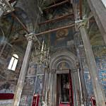 Decani, unutrasnjost bogata freskama