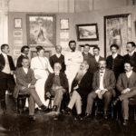 Grupni portret izlagača na Prvoj izložbi Srpskog umetničkog udruženja, Beograd (1908)