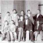 Kiril Kutlik sa grupom učenika