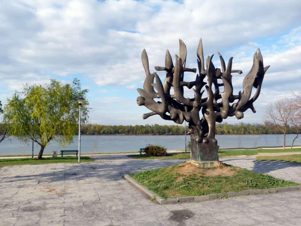 Nandor Glid, Menora u plamenu, spomenik na Dorćolu,foto ©Neda Kovačević