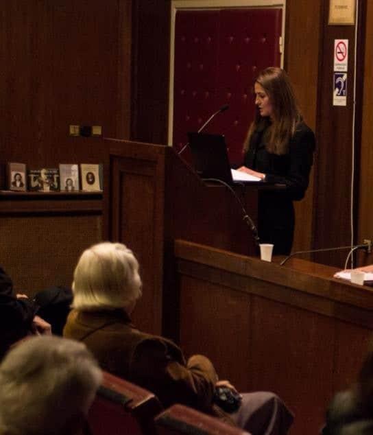 Laura Barna na predavanju u Kolarčevoj zadužbini