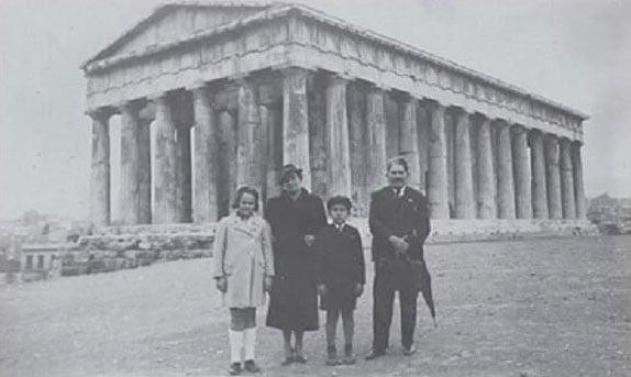 Veselin Čajkanović sa porodicom u Atini