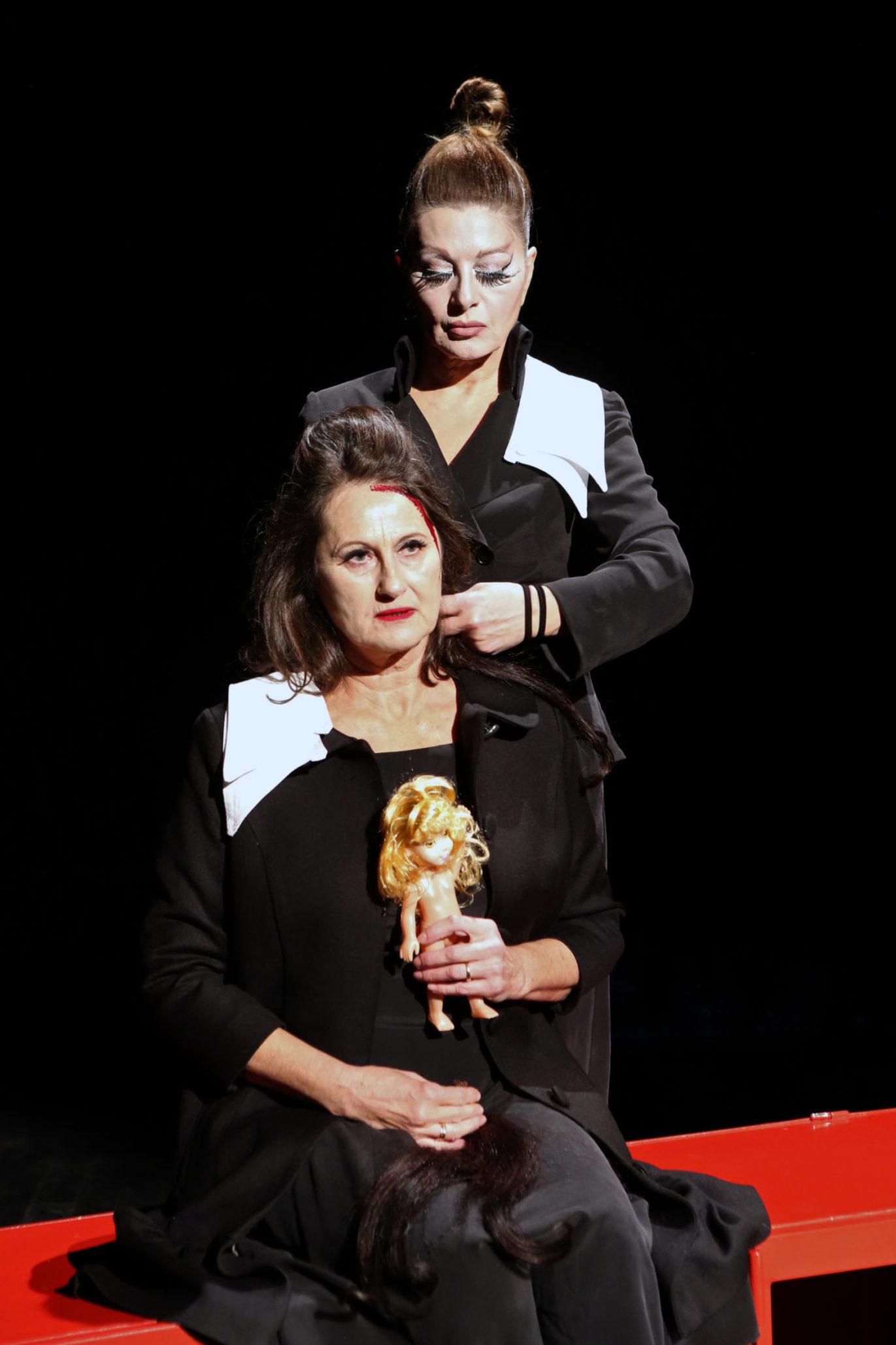 Danica Maksimović i Danica Ristovski, Senka Euridika Govori, Opera i Teatar Madlenianum, foto Milan Đakov