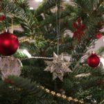 Kićenje jelke – od božićne do potrošačke bajke