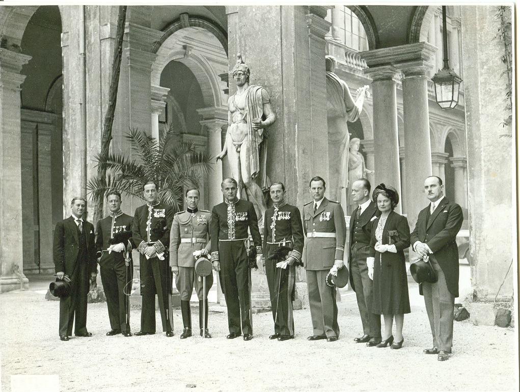 Pavle Beljanski sa osobljem poslanstva Kraljevine Jugoslavije u Rimu (levo M. Crnjanski, peti s leva P. Beljanski), 1938.